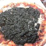 Pizza al nero di seppia