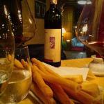 una ripresa del locale con l'ottimo vino scelto