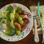 Salada de indivas com figos, uvas, pato e fois gras
