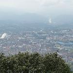 Vista desde el Naranco destacan el Palacio de Congresos y el Carlos Tartiere