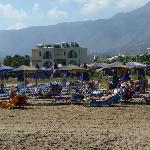 la plage et à l'arrière des petites résidences avec les chambres
