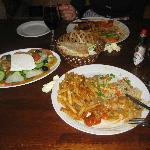 Piatti a base di pollo e insalata greca