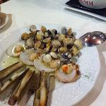 plate with clams