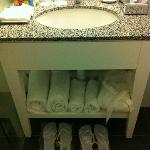 Bathroom with complementary Havaianas
