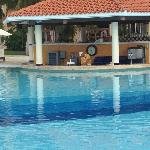 swim up bar in pool