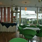 teil der coolen Bar mit grünen Sesseln - sehr bequem !