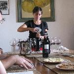Marialuisa is preparing the first tasting