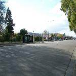 la rue devant l'hôtel