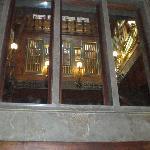 ventana del cuadrado interior donde se ve el órgano