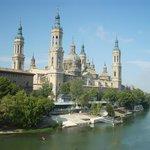 Vista della basilica dal fiume