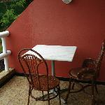 balcon con la mesa