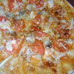 Mushroom , onion ,tomato pizza