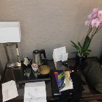 部屋にあった蘭の花とお手紙