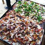 Pizza en horno de barro.