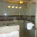 Large shower room 2