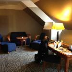5th floor suite - spacious living room