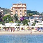 l' Hotel visto dal mare