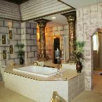 Egypt Room, Soaking tub