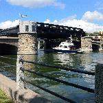 Pretoria Bridge lifting for a boat