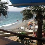 Het balkon op 30 meter van de zee!!