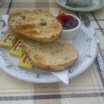 Berryfields 3-segment teacake