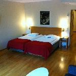 Room 566, bed