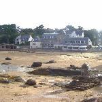 Das Hotel am Strand (bei Ebbe)