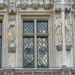 Mix of statues and windows. Amazing detail