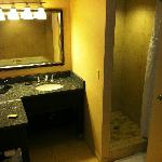 King room sink / shower