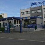 Entrée et parking  Ibis budget bordeaux lac