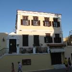 Nikos Takis, the building