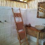 Bungalow - clean bathroom