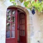 porte de la cuisine avec raisin à portée de main...