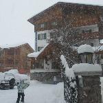 Hotel em momento de neve