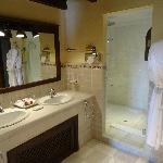 Barcelo La Bobadilla Suite bathroom