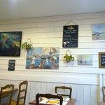 Les decoration du mur qui nous ont bien fait penser...et sourire!!!(Pourquoi.. l'homme a la harp