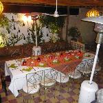 Table superbement dressée pour un couscous maison