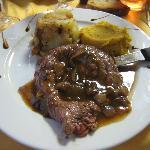 bavette sauce echalottes purée de carottes aux épices et pommes de terre a la graisse d'oie