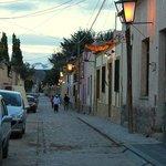Por la calle Buenos Aires, llegando a La Churita