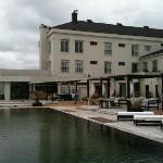 vista da piscina para o hotel