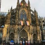 正面に向かい右手部分の大聖堂外観