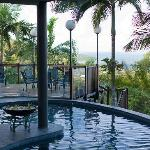 Beautifull views of the Coral Sea over the pool