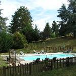 une grande piscine très bien exposée