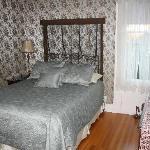 Zimmer mit Doppelbett - Bad über Flur erreichbar