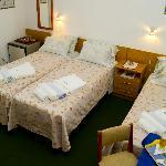 Habitacion con 3 camas individuales