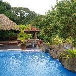 restaurant et piscine à débordement