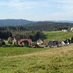 Aussicht über Schwärzenbach Richtung Feldberg.