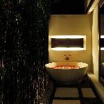 Signature Villa - Outdoor Bathtub