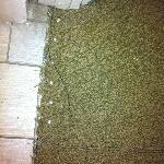 Exposed carpet tacks