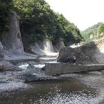 侵食された岩肌も見事